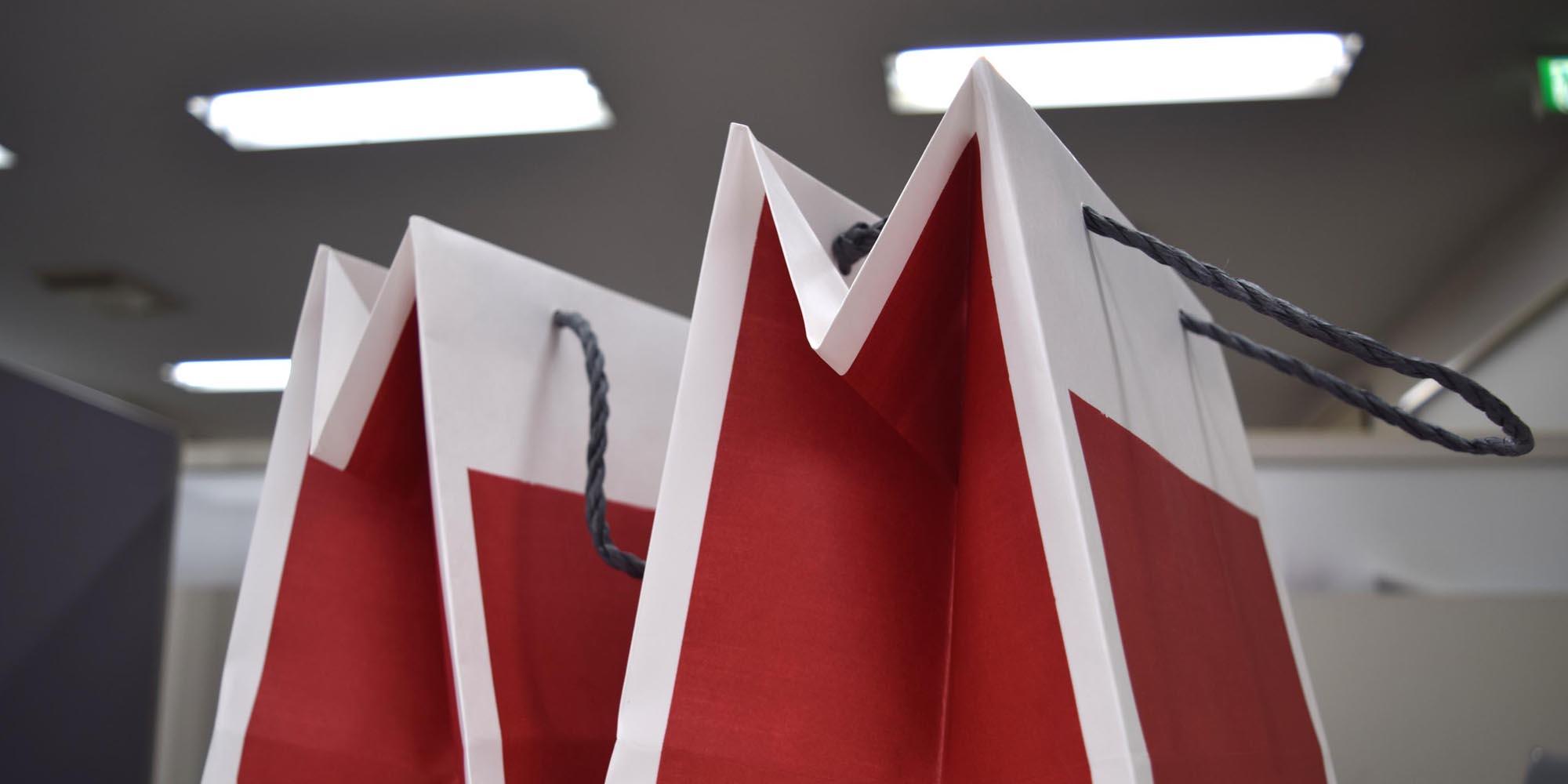 飲食・食品向けの持ち帰り(テイクアウト)に適したバッグは?種類や素材、業種別のお薦めを紹介。